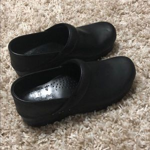 Black oiled leather Dansko Clogs 37
